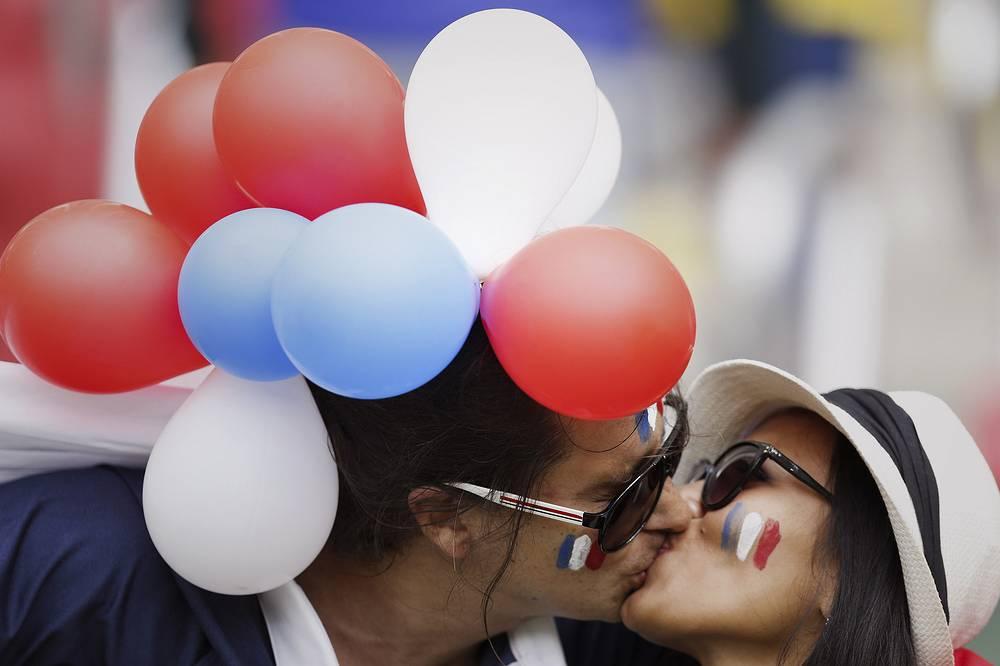 Воздушная прическа и французский поцелуй