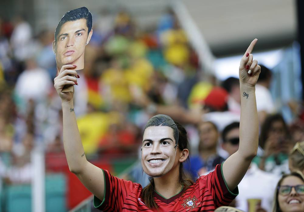 За Португалию в лице Роналдо