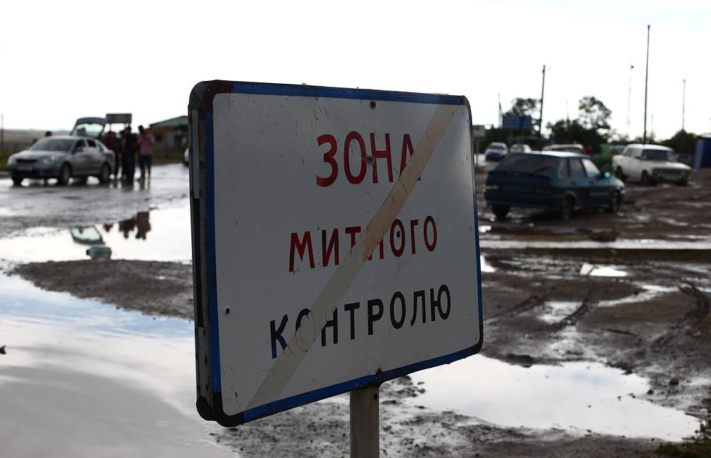 """Пограничный пункт пропуска """"Донецк"""" - """"Изварино"""" после обстрела"""