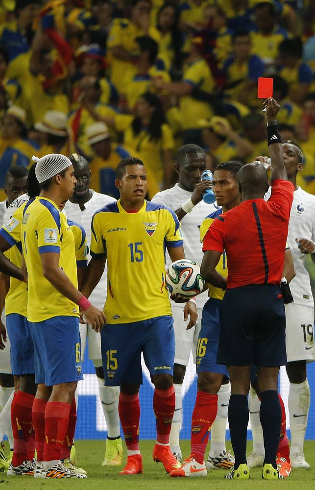 Ключевой момент матча – удаление капитана сборной Эквадора Антонио Валенсии