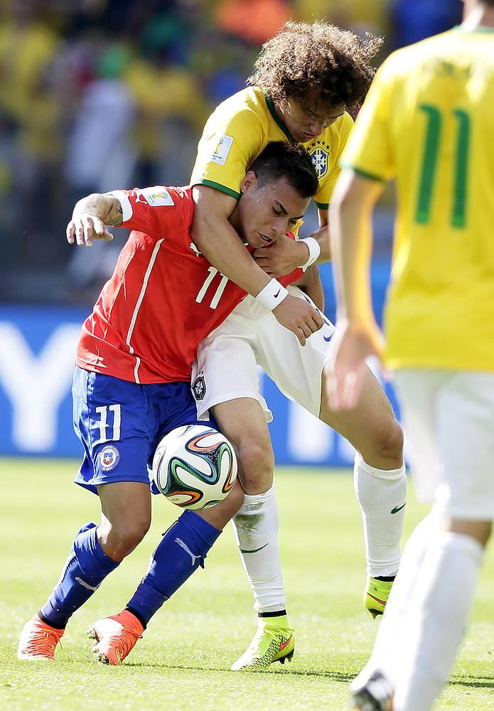 Бразильцам приходилось сдерживать соперника и таким способом