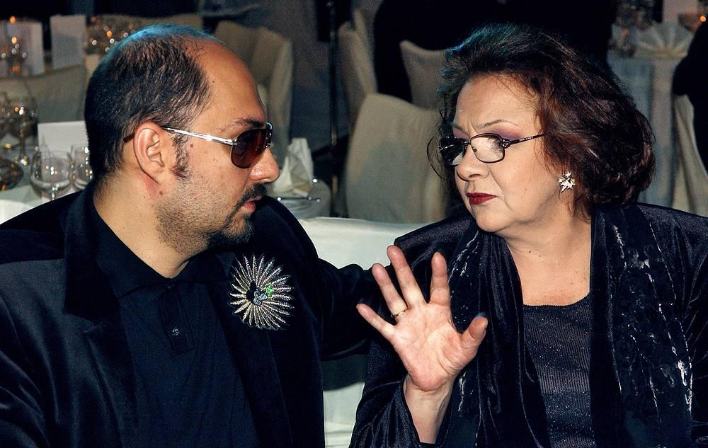 Режиссер Кирилл Серебренников и актриса Наталья Тенякова на церемонии награждения X Международной премией Станиславского, 2005 год