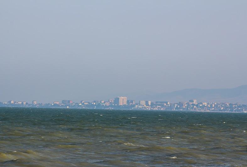 На берегу Каспийского моря.