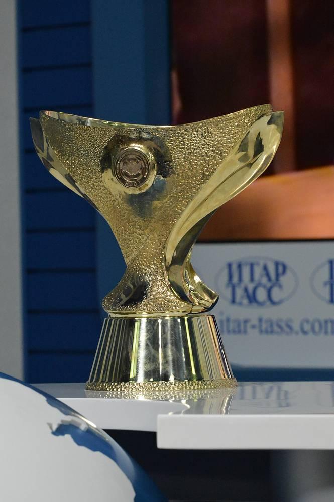 Новый трофей, который будет вручаться победителю матча за Суперкубок России, представлен в пресс-центре ИТАР-ТАСС