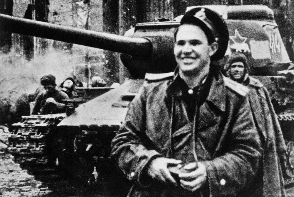 Военный фотокорресподент Евгений Халдей, 1945 год