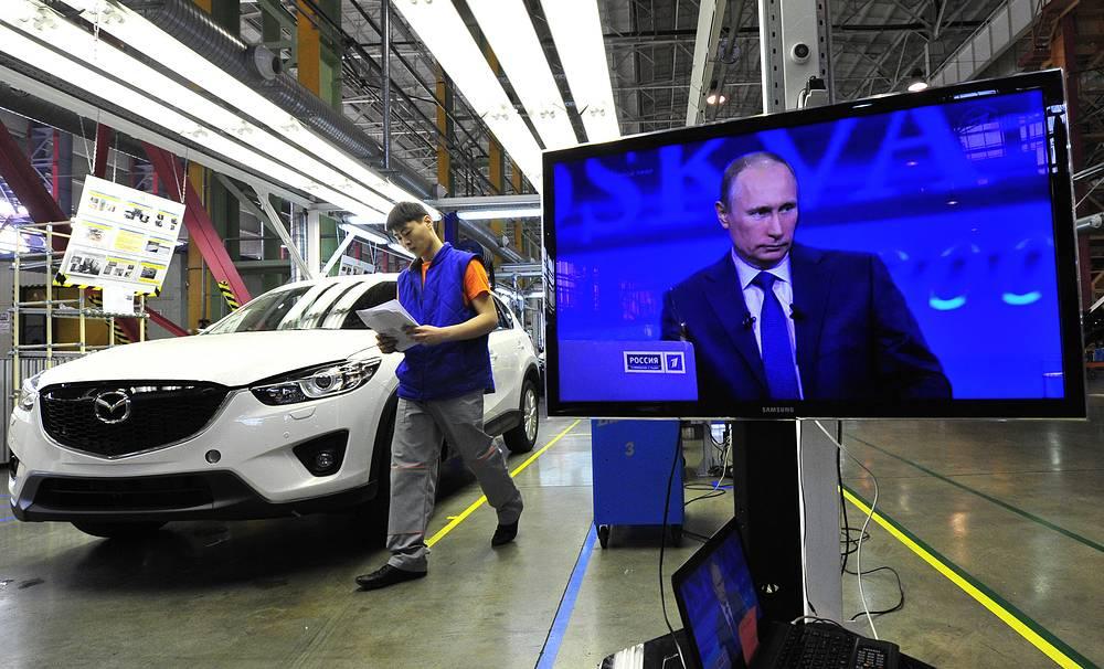 Автомобили, производимые из иностранных комплектующих на российских заводах, под ограничения не подпадают. На фото: завод Mazda SOLLERS во Владивостоке