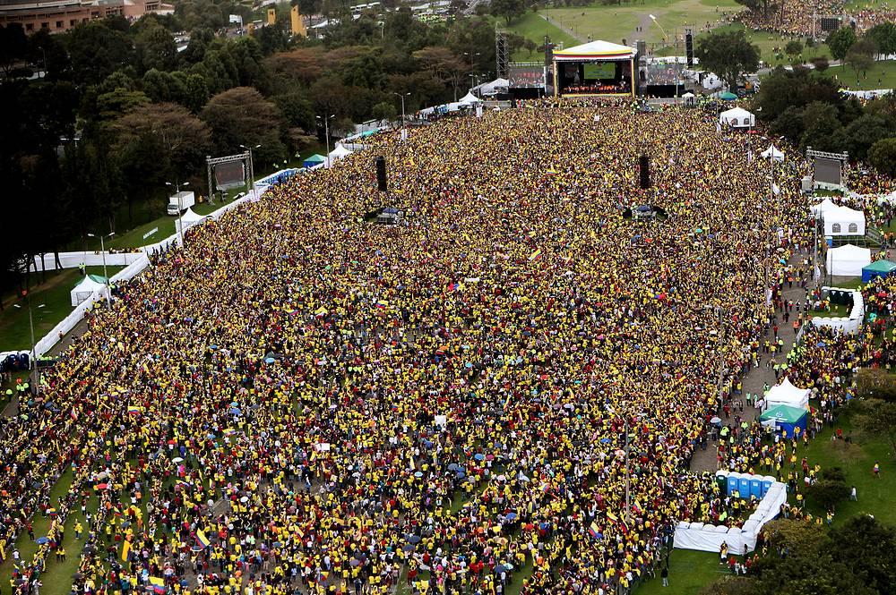 Чествование игроков сборной Колумбии в Боготе