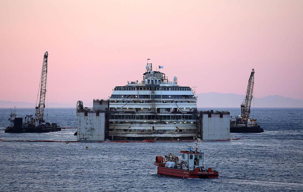 Лайнер подняли с рифов и в конце июля 2013 года отбуксировали в порт города Генуи