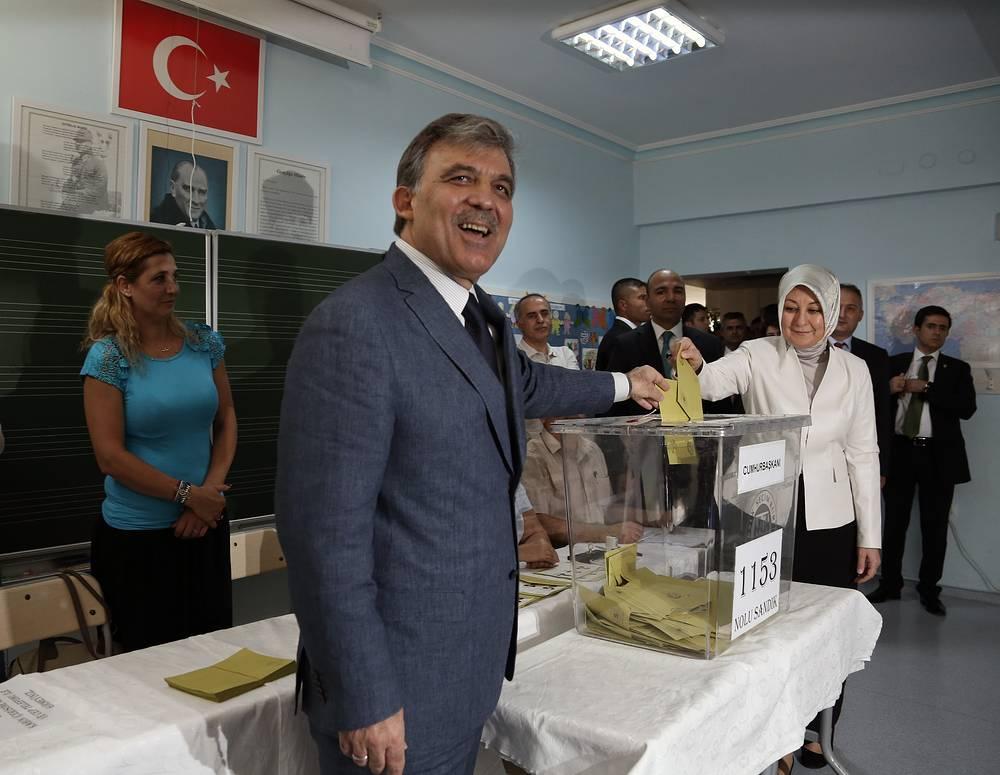 Президент Турции Абдулла Гюль проголосовал на избирательном участке в Анкаре