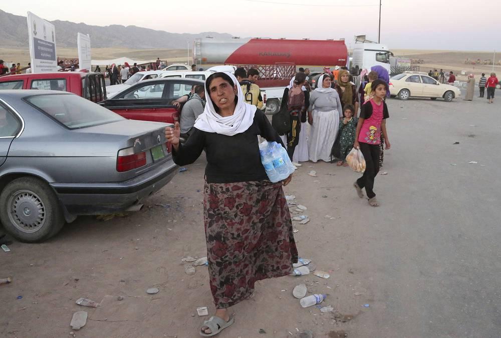10 августа стало известно, что в трех деревнях на севере Ирака исламисты убили 500 езидов. На фото: езиды в лагере беженцев возле сирийско-иракской границы