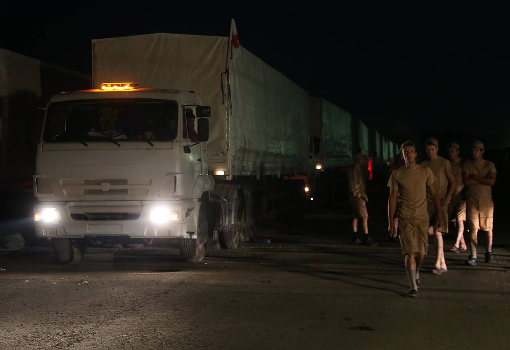 Среди отправленных грузов - продовольствие, в том числе 400 тонн круп, 100 тонн сахара, 62 тонны детского питания