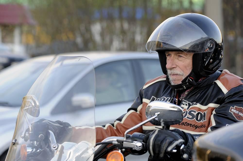 Ришар проехал на мотоцикле по Мурманску в компании байкеров, 2011 год