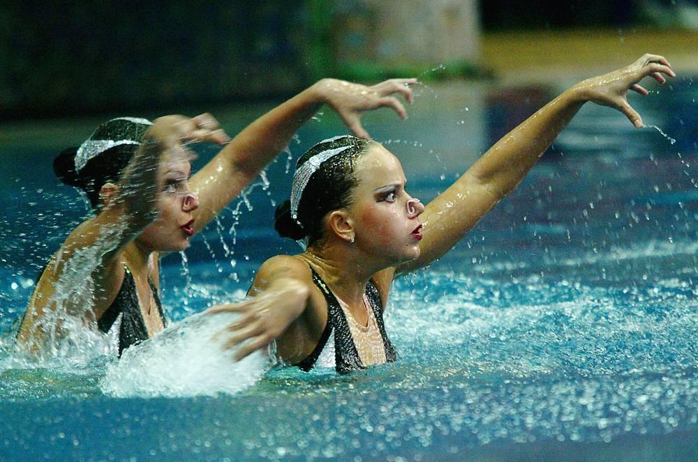 Анастасия Давыдова и Анастасия Ермакова, синхронное плавание. Победительницы ВЮИ-1998 в Москве в сольных упражнениях и дуэте, четырехкратные олимпийские чемпионки, чемпионки мира