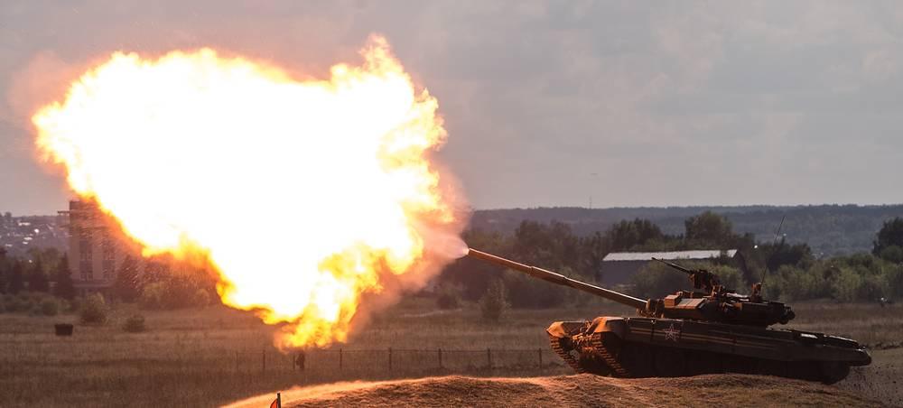 "Танк Т-90А во время шоу ""Форсаж-2014"""