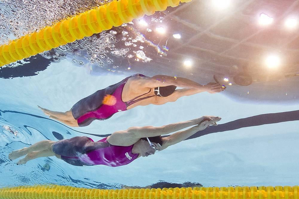 Венгерская пловчиха Катинка Хошсу в заплыве на 200 метров