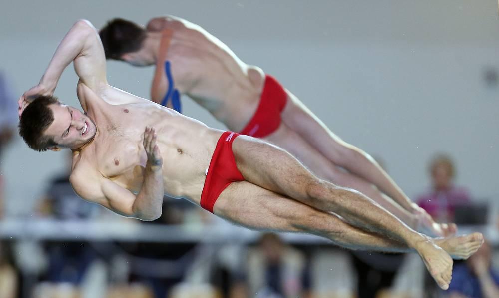 Украинские спортсмены Александр Бондарь и Максим Долгов выиграли бронзовые медали в синхронных прыжках с 10-метровой вышки