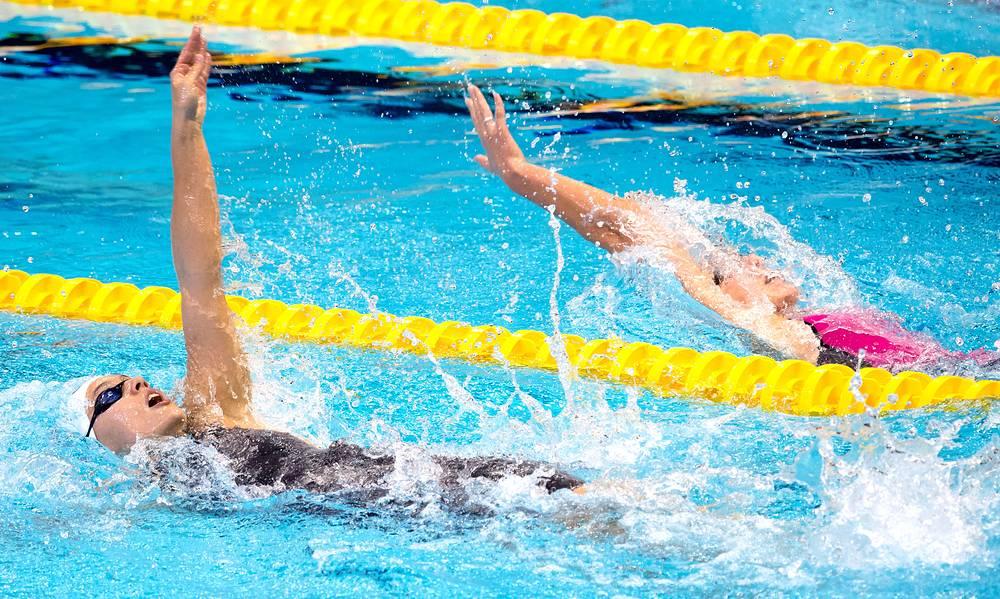 Польская пловчиха Алисия Торез и россиянка Дарья Устинова  в соревнованиях по плаванию на дистанции 200 м на спине. Устинова  стала обладательницей бронзовой медали в этой дисциплине
