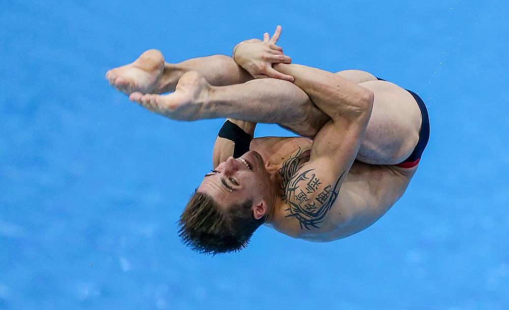 Француз Мэтью Россет в соревнованиях по прыжкам в воду с метровой вышки