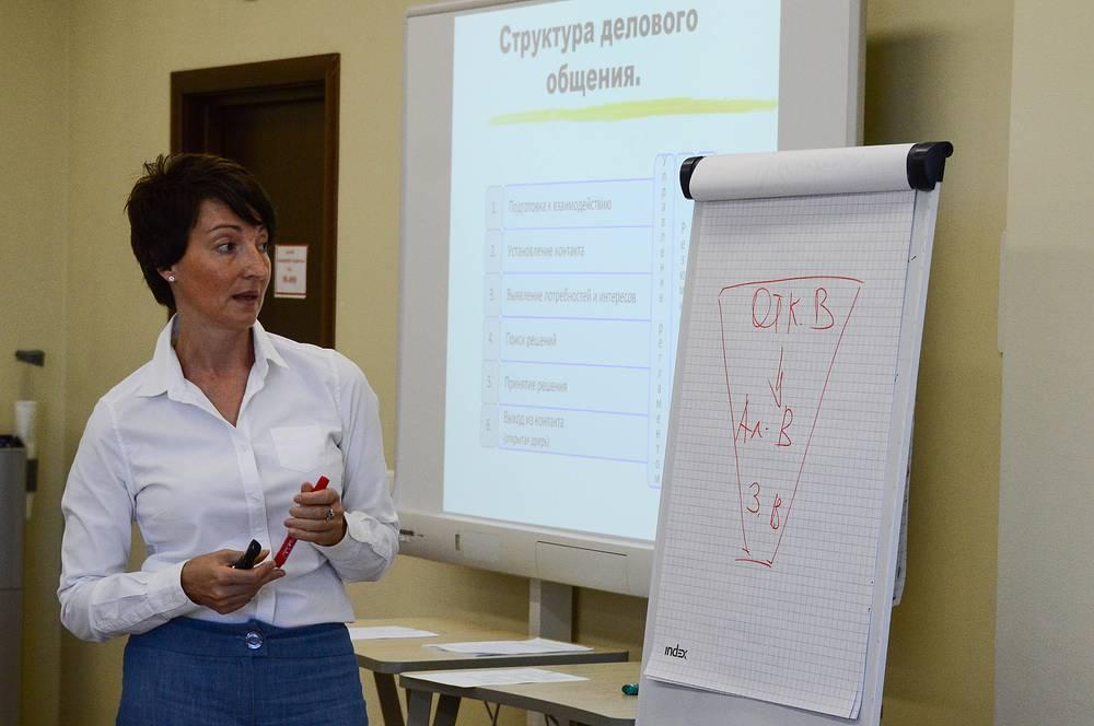 Занятие по повышению эффективности делового взаимодействия в аудитории для тренингов