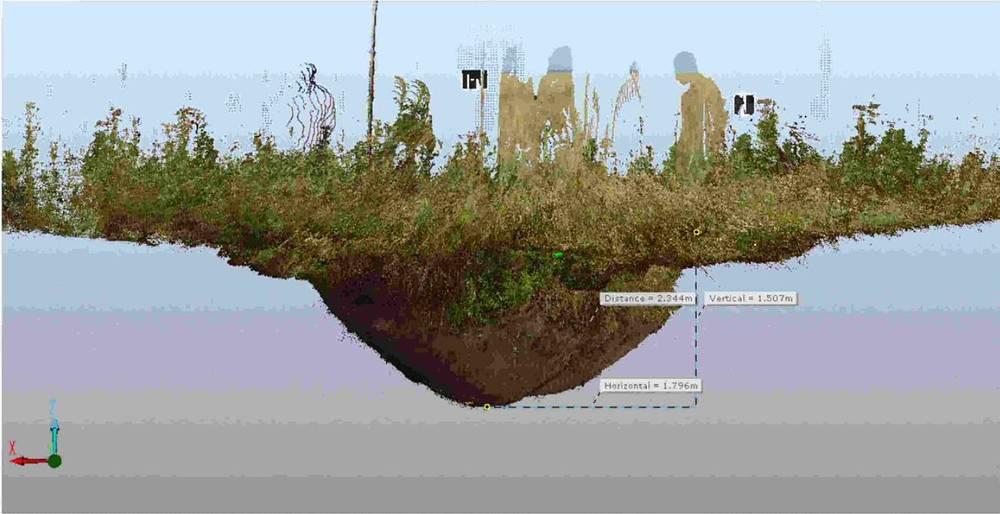 Вид воронки сбоку, построенный в результате сшивки трех сцен сканирования. Объем воронки (от среднего уровня краев) составляет 11,05 кубических метров