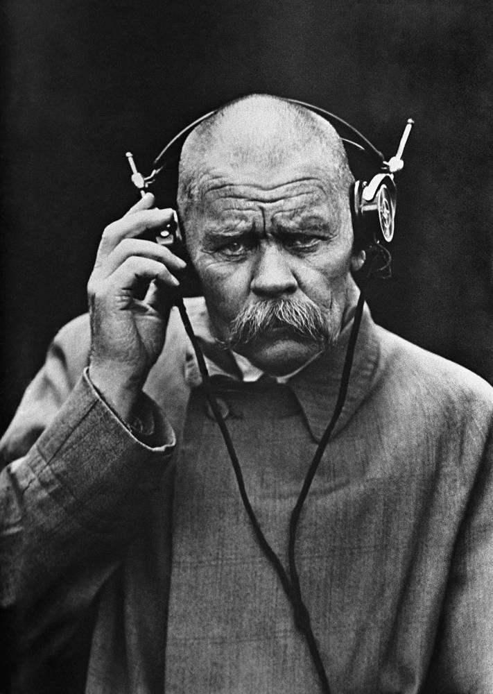 Писатель Максим Горький в Нижегородской радиолаборатории, 1928 год