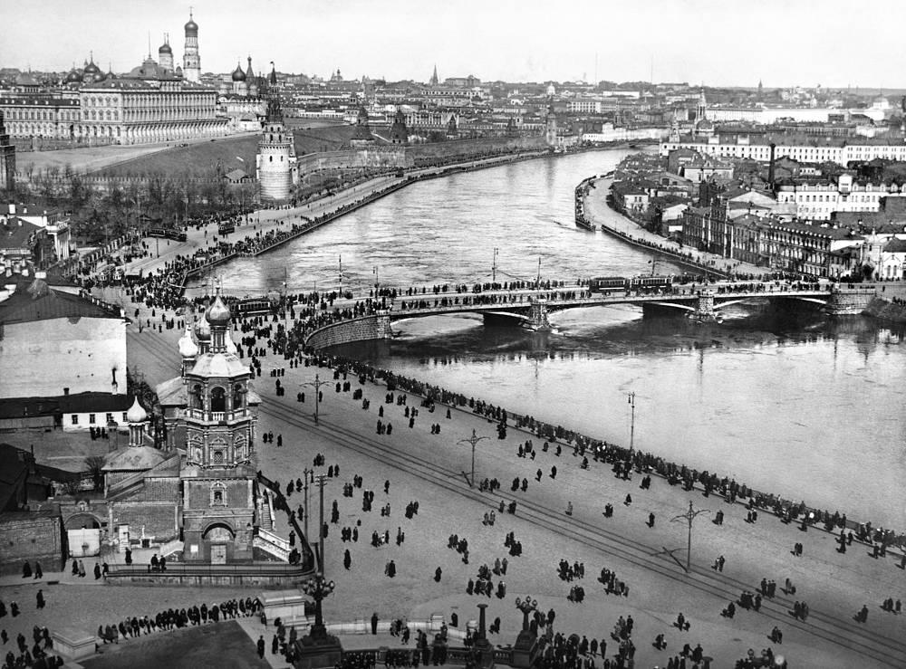 Вид на Кремль и Старый Каменный мост, 1925 год