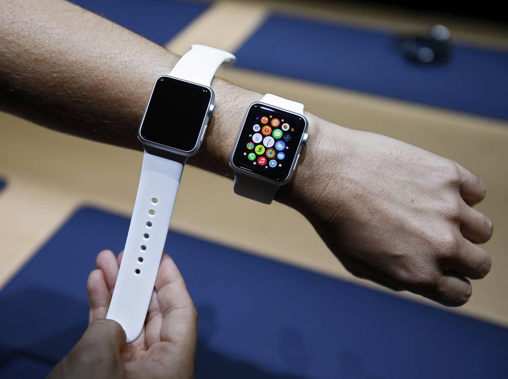 Инфракрасные и световые диоды вместе с фотосенсорами позволяют Apple Watch определять частоту пульса владельца. Часы в двух вариантах размера