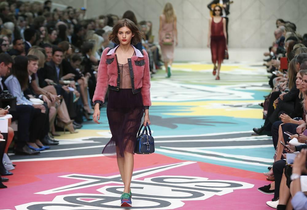 15 сентября на Неделе моды состоялся показ именитого британского дома Burberry
