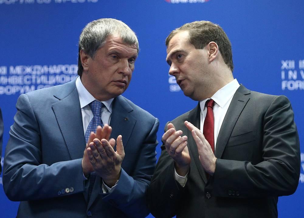 """""""Мне кажется, что можно было бы показать пример правильного поведения и принять решение, направленное на обеспечение благоприятного инвестиционного климата, применительно к конкретной компании"""", - заявил премьер-министр РФ Дмитрий Медведев. """"Взять и выкупить соответствующие доли миноритариев"""", - призвал главу """"Роснефти"""" Игоря Сечина премьер. """"Если вы к этому готовы, то я сегодня подпишу соответствующую директиву"""", - пообещал глава правительства"""