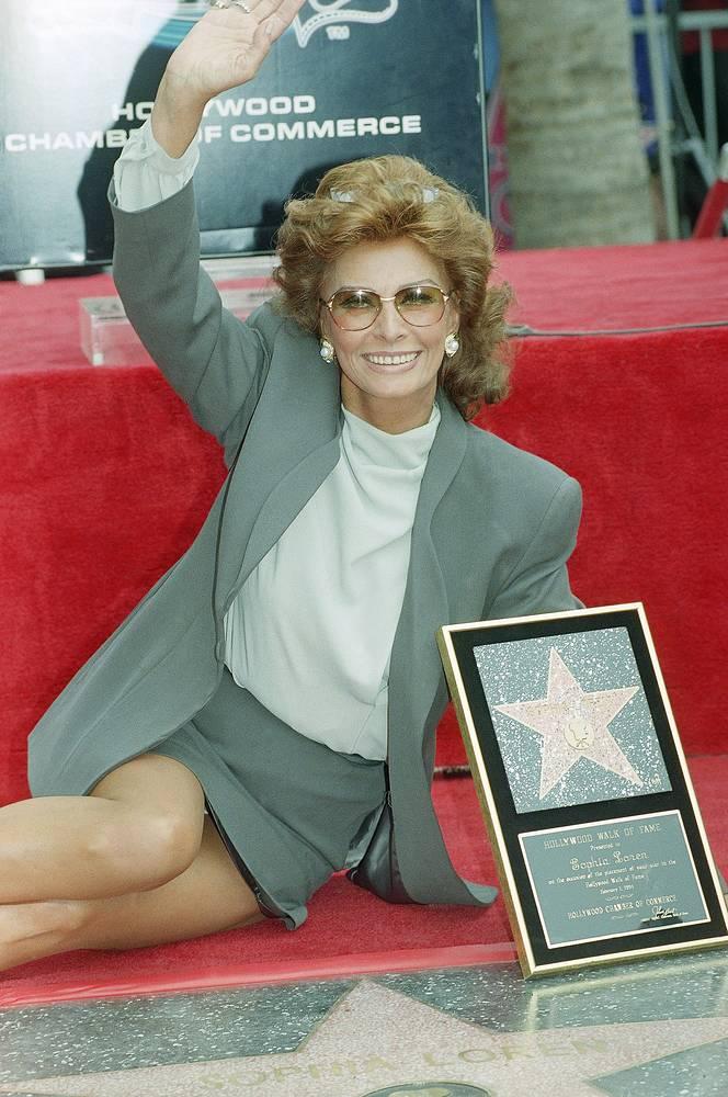 """Актриса является лауреатом пяти американских премий """"Золотой глобус"""" и обладательницей звезды № 2000 на Аллее славы в Голливуде"""
