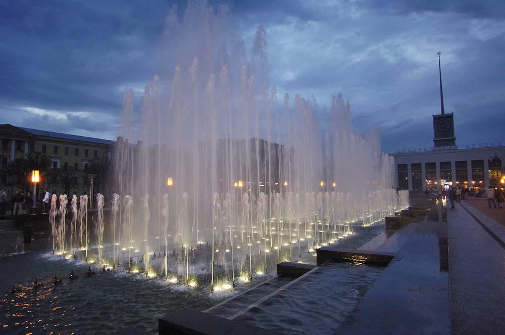 Фонтанный комплекс на площади Ленина у Финляндского вокзала