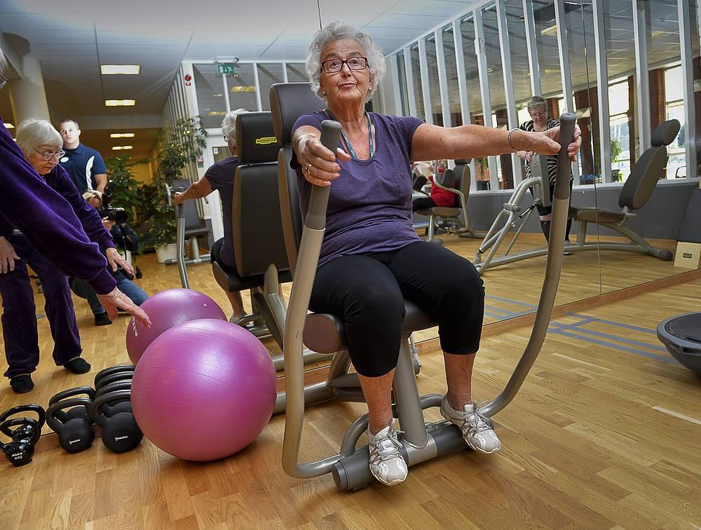 День пожилых людей празднуется с большим размахом также и в скандинавских странах. На фото: занятие в фитнес-клубе Стокгольма