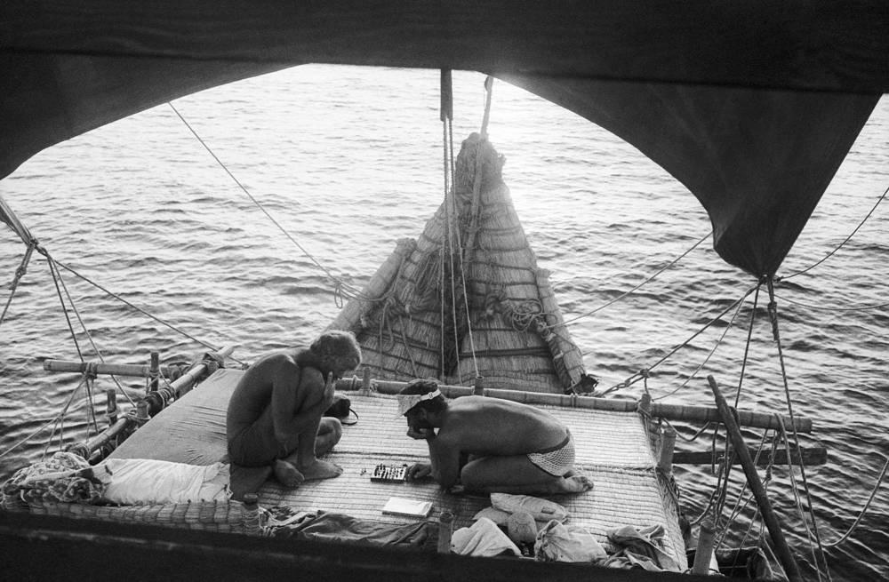 """Плавание на """"Тигрисе"""" стало последним крупным путешествием Хейердала. Спустя пять месяцев после старта экспедиции по-прежнему сохранявший мореходные качества """"Тигрис"""" был сожжен в знак протеста против военных конфликтов в регионе"""