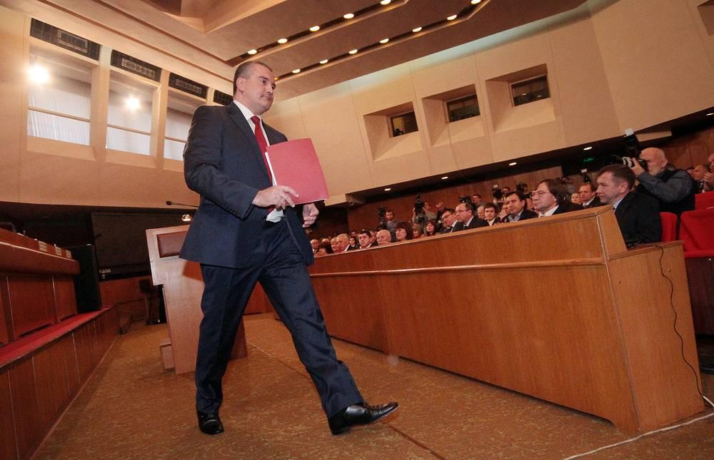 9 октября Сергей Аксенов избран главой Крыма. За его кандидатуру проголосовали все 75 членов регионального парламента. Политик одновременно будет возглавлять республиканское правительство