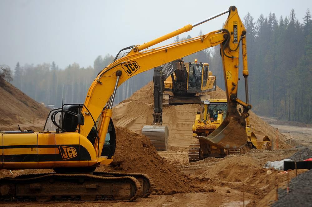 Запланировано строительство автомагистрали длиной 8,5 тыс. км, которая свяжет Санкт-Петербург с китайским морским портом Ляньюньган. К 2020 году ожидаемый объем ежегодных грузоперевозок по маршруту должен составить 33 млн тонн
