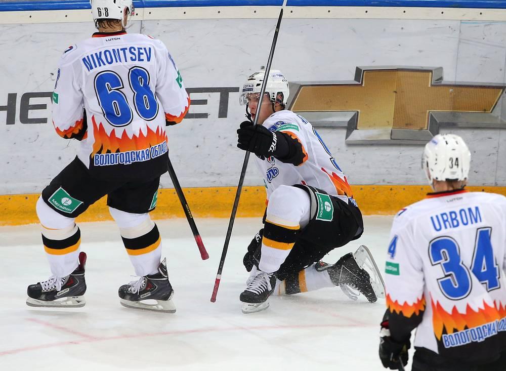 """Захар Арзамасцев (в центре) забросил единственную шайбу в составе """"Северстали"""""""
