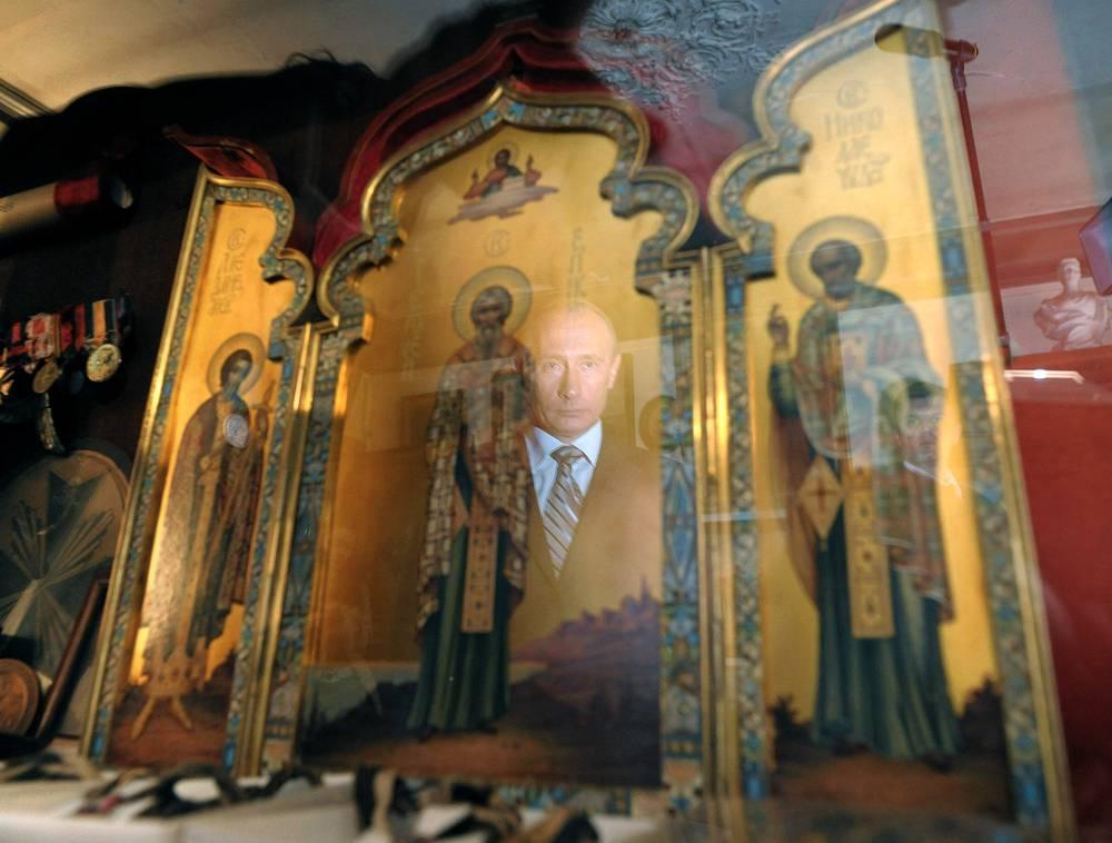 Во время осмотра выставки в Музее лейб-гвардии казачьего его величества полка, Париж, 2008 год