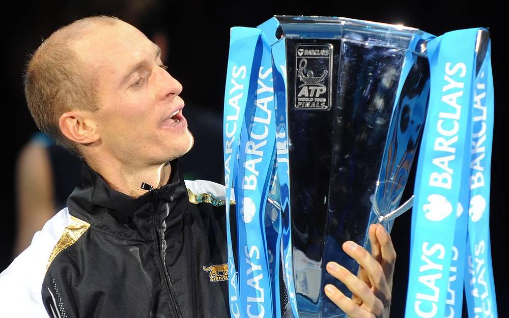 Давыденко с Кубком, вручаемым победителю итогового турнира, 2009 год
