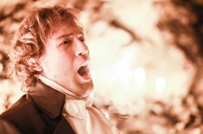 Евгений Южин во время выступления в пещерах Хэтээй