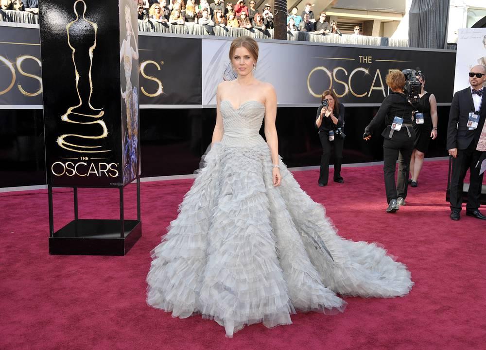 """Актриса Эми Адамс в платье от Оскара де ла Ренты на церемонии вручения премии """"Оскар"""" в Лос-Анджелесе, 2013 год"""