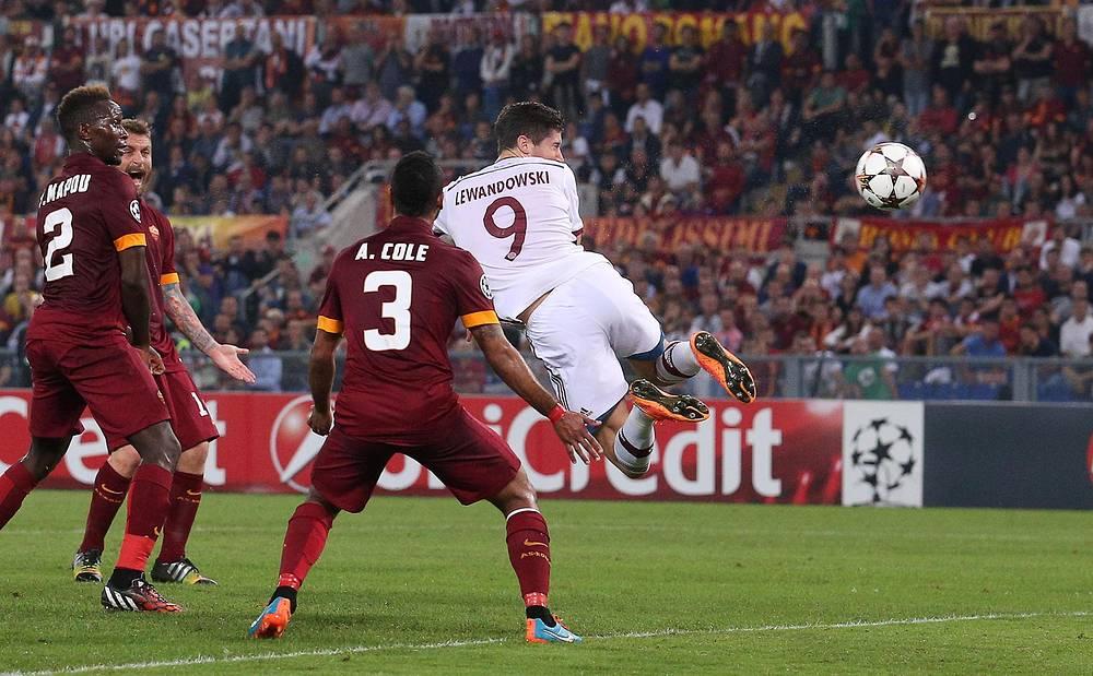 Третий гол баварцев забил нападающий Роберт Левандовски, присоединившийся к команде в межсезонье