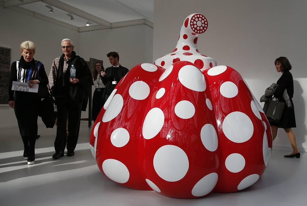 """Арт-объект """"Pumpkin"""" 85-летней японской художницы, писательницы Яеи Кусамы в Гран-Пале"""