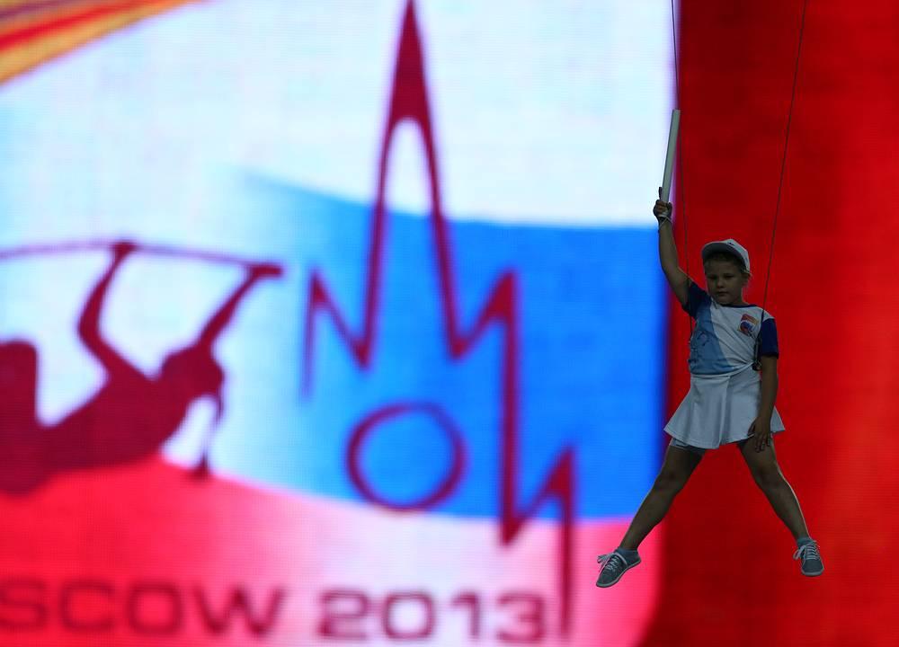 Официальный логотип чемпионата мира по легкой атлетике - 2013 в Москве. Прототипом изображения прыгуньи с шестом стала Елена Исинбаева. На фото: открытие чемпионата мира по легкой атлетике - 2013 в Москве