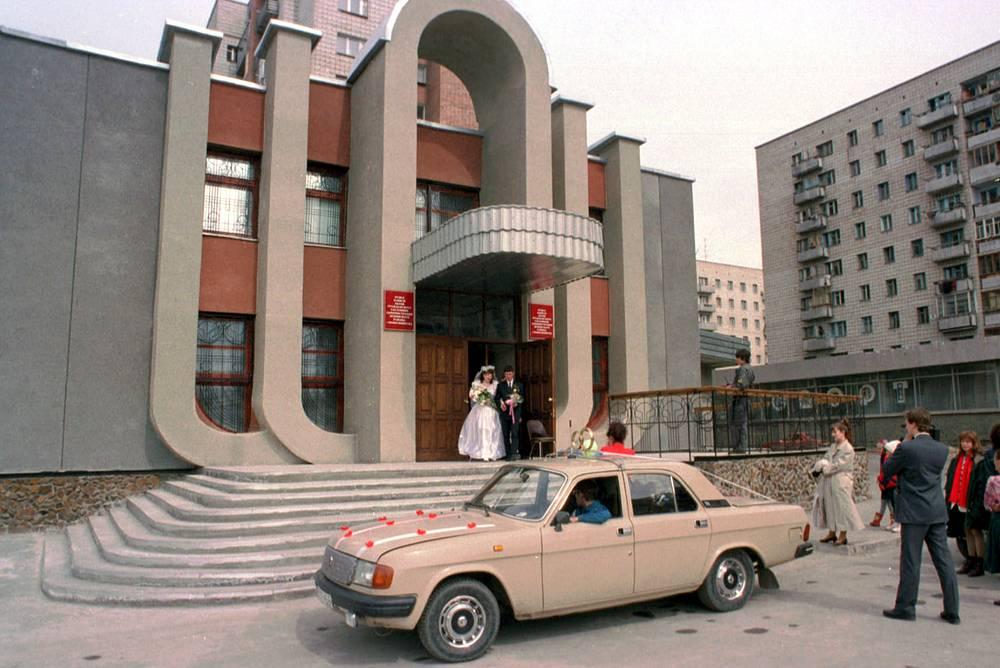 Новый Дворец бракосочетания в Ленинском районе Новосибирска, 1966 год