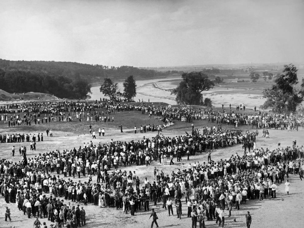 Народные гулянья на Воробьевых  горах в Москве. 1920 год