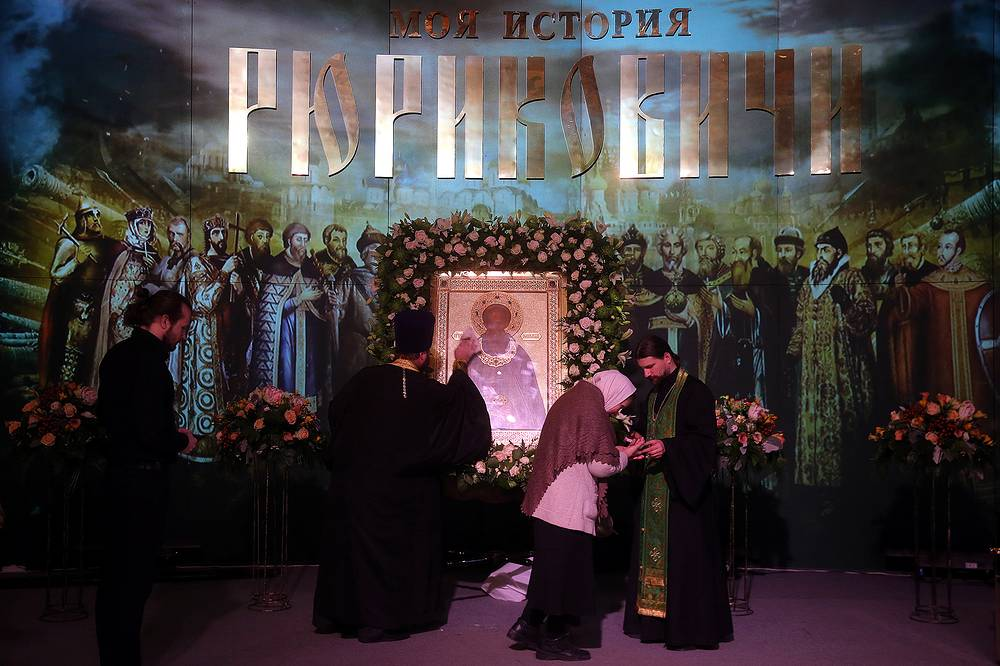 Из Троице-Сергиевой лавры на выставку были доставлены чтимая икона преподобного Сергия и его личные вещи