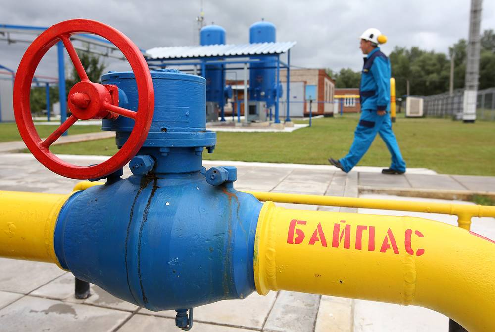 """НАК """"Нафтогаз Украины"""" 4 ноября объявила о переводе """"Газпрому"""" первого платежа за газ на сумму $1,45 млрд. """"Газпром"""" 5 ноября выставил счет на ноябрь по цене, которая была сформирована с учетом скидки, то есть по $378 за 1 тыс. куб. м"""