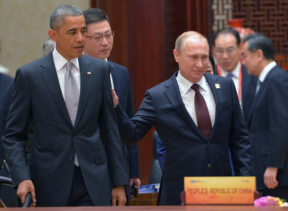 Барак Обама и Владимир Путин во время рабочего заседания лидеров экономик форума АТЭС