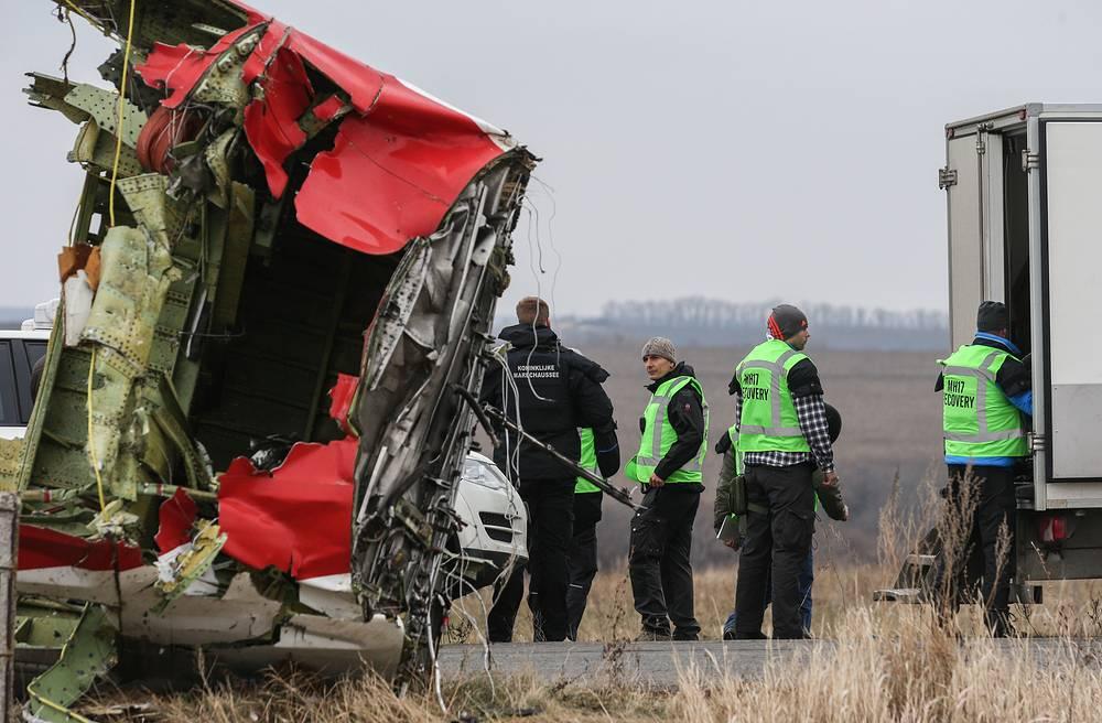 11 ноября в ходе поисковых работ, проходивших в местах, где после крушения самолета начался пожар, были найдены новые останки жертв трагедии