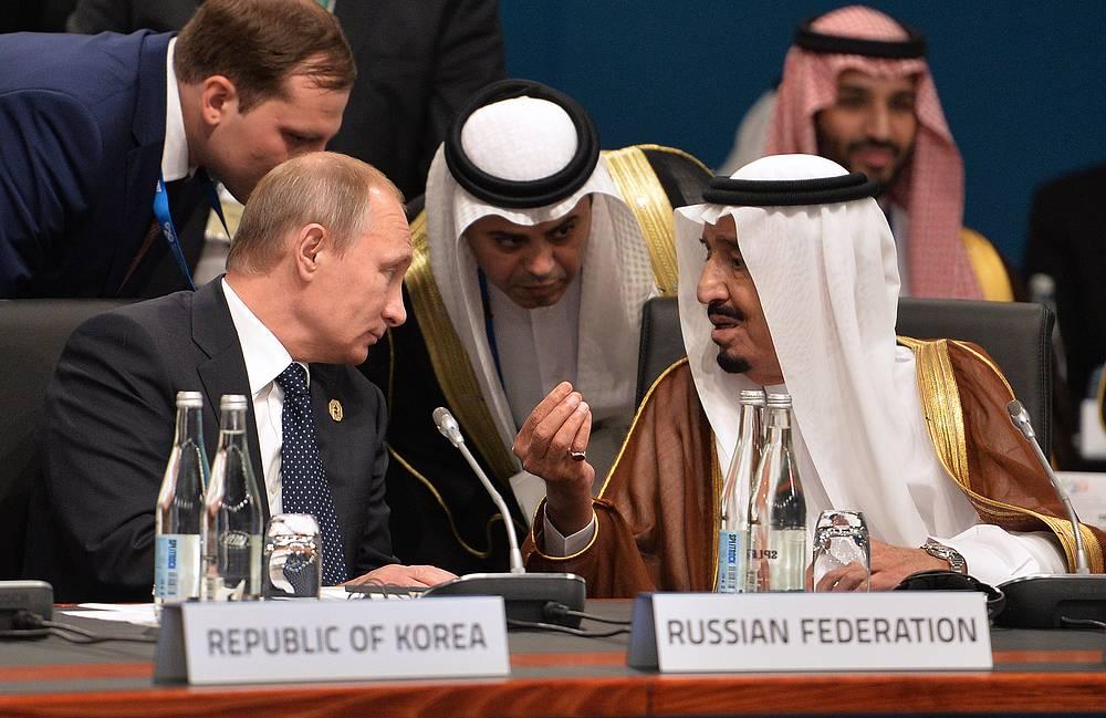 Президент РФ Владимир Путин и наследный принц, заместитель председателя Совета министров, министр обороны Королевства Саудовская Аравия Сальман бен Абдель Азиз Аль Сауд на рабочем заседании глав делегаций государств - участников Группы двадцати